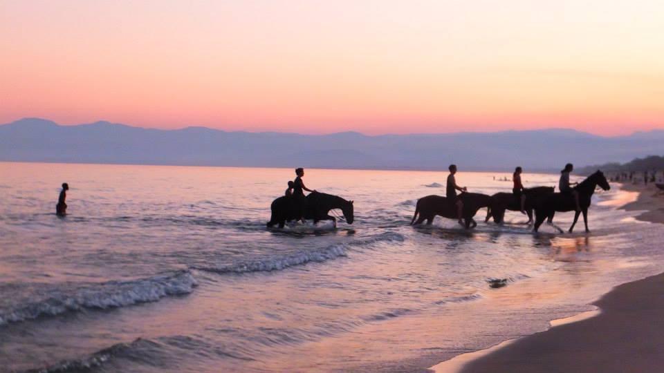 horse riding kande beach