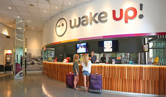 wake up hostel sydney