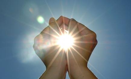 creative_hands_light_sun_spark