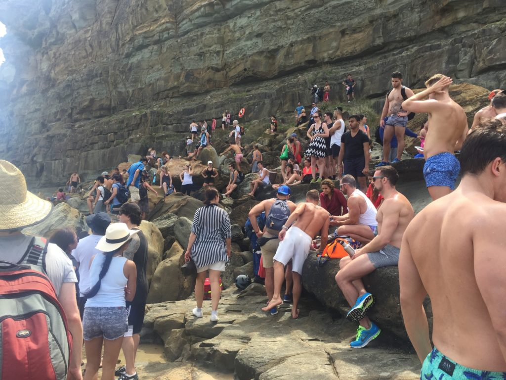 Figure-8-pools-crowds