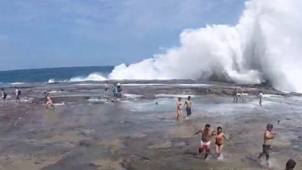 figure-8-pools-waves