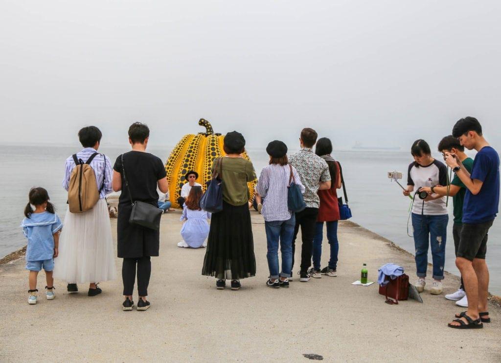 naoshima-island-japan-tourists