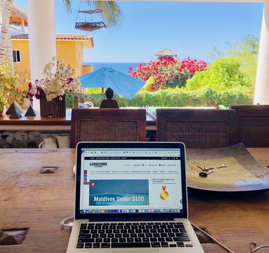 digital-nomad-in-puerto-escondido-full-time-blogger