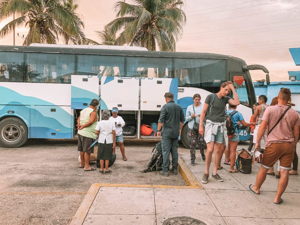 getting-around-cuba-on-the-bus