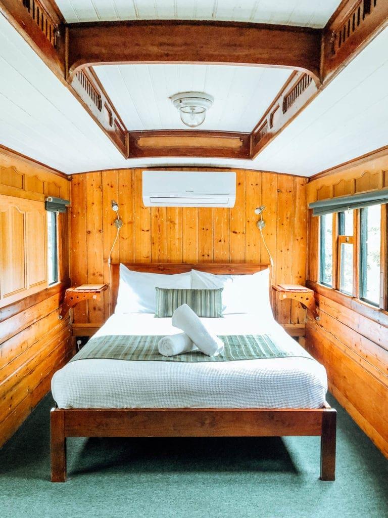 train-accommodation-glass-house-mountains-eco-lodge
