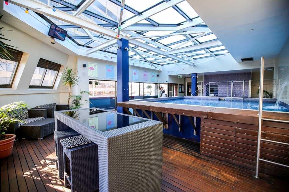yha-sydney-rooftop-pool