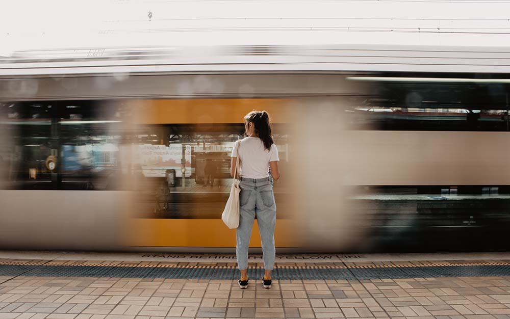 adventure-clues-sydney-walking-tour-single-woman-sydney-train